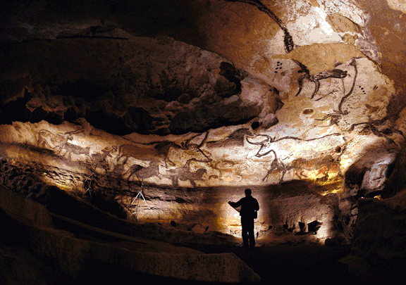 Google image of cave interior.  Sientests claim that the drawings are from between 15,000 and 10,000 BC