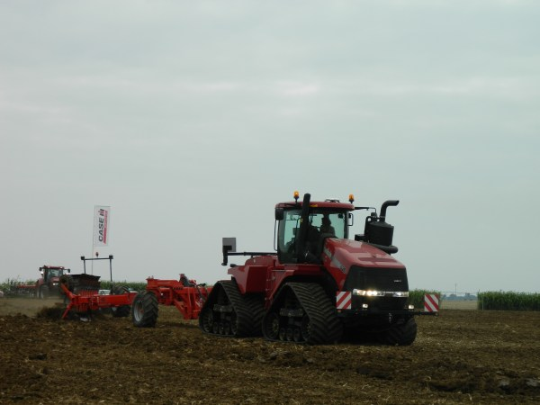 Case IH Quadtrac demonstration pulling a 15 bottom plow